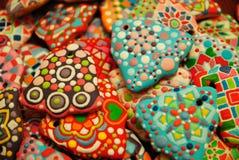 Galletas coloridas hechas en casa únicas colección, pan de jengibre de la Navidad en la forma de la campana Foto de archivo