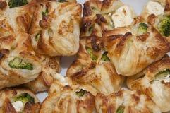 Galletas con bróculi y el queso blanco Fotografía de archivo libre de regalías