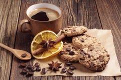 Galletas con el chocolate y el café Imagenes de archivo