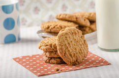 Galletas con la mantequilla de cacahuete integral Foto de archivo