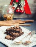 Galletas crudas del chocolate del Año Nuevo, foco selectivo, healt de la Navidad Foto de archivo libre de regalías