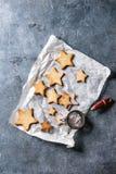 Galletas de azúcar de la forma de la estrella de la Navidad Imágenes de archivo libres de regalías