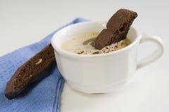 Galletas de Biscotti y chocolate caliente Fotografía de archivo