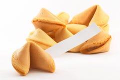 Galletas de fortuna chinas con el papel en blanco blanco Fotografía de archivo