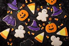 Galletas de Halloween adornadas con la formación de hielo real Foto de archivo libre de regalías