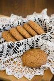 Galletas de harina de avena hechas en casa con las pasas GALLETAS SANAS Galletas de harina de avena para el desayuno Fotografía de archivo