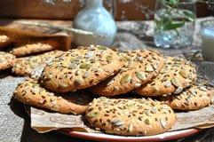 Galletas de harina de avena con las semillas Fotografía de archivo