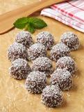 Galletas de la bola de nieve del coco del chocolate Foto de archivo