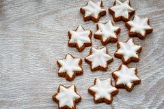 Galletas de la estrella de la Navidad fotos de archivo