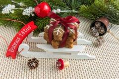 Galletas de la Navidad con la decoración Visión arriba fotografía de archivo
