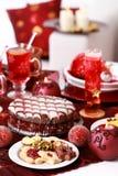 Galletas de la Navidad con la torta del cristal de la marcha Fotografía de archivo libre de regalías