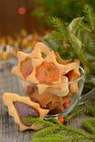 Galletas de la Navidad con las ventanas del caramelo Foto de archivo libre de regalías