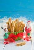 Galletas de la Navidad con Santa Claus Foto de archivo libre de regalías
