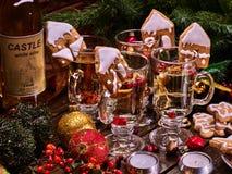 Galletas de la Navidad de la decoración de los vidrios Fotografía de archivo