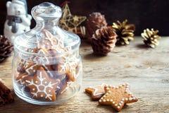 Galletas de la Navidad en el tarro de cristal Fotografía de archivo