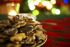 Galletas de la Navidad Galleta del pan de jengibre Feliz Navidad luces Candel Fotografía de archivo