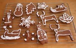 Galletas de la Navidad que adornan Fotografía de archivo