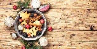 Galletas de la Navidad y chucherías de Navidad Imagen de archivo libre de regalías