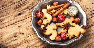 Galletas de la Navidad y chucherías de Navidad Imagenes de archivo