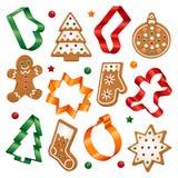 Galletas de la Navidad y cortadores de la galleta Fotos de archivo libres de regalías