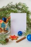 Galletas de la Navidad y del Año Nuevo Tarjeta de la Feliz Navidad con el espacio Fotografía de archivo libre de regalías