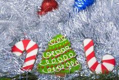 Galletas de la Navidad 2016 y dos bastones Fotografía de archivo