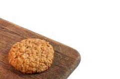 galletas de la nuez en la madera aislada en blanco Fotografía de archivo
