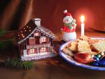 Galletas de las decoraciones y de la Navidad Imágenes de archivo libres de regalías