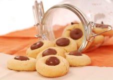 Galletas de mantequilla de cacahuete con el chocolate Imágenes de archivo libres de regalías