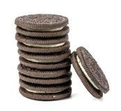 Galletas de Oreo Galletas del chocolate de Oreo apiladas fotos de archivo