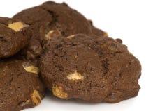Galletas de viruta de chocolate triples Imagenes de archivo