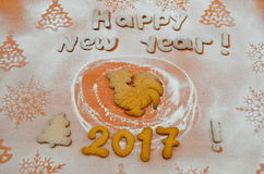 Galletas del Año Nuevo con el azúcar en polvo debajo Imagenes de archivo