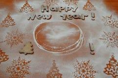 Galletas del Año Nuevo con el azúcar en polvo debajo Fotos de archivo libres de regalías