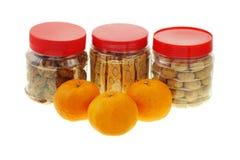 Galletas del Año Nuevo y mandarinas chinas Foto de archivo