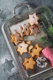 Galletas del canela de la Navidad, chupando el caramelo y decoraciones del Año Nuevo Imagen de archivo libre de regalías