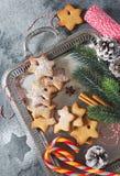 Galletas del canela de la Navidad, chupando el caramelo y decoraciones del Año Nuevo Imagenes de archivo