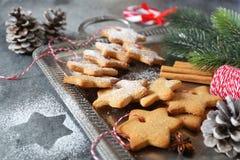Galletas del canela de la Navidad y caramelo el chupar Imagenes de archivo