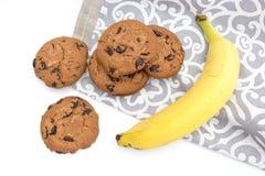 Galletas del chocolate con el plátano fotos de archivo