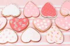Galletas del corazón en rosa Imágenes de archivo libres de regalías