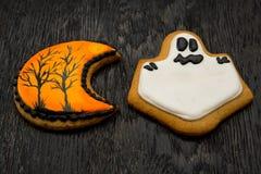 Galletas del día de fiesta de Halloween en la forma de fantasmas Imágenes de archivo libres de regalías