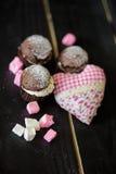 Galletas del día de la tarjeta del día de San Valentín s Imágenes de archivo libres de regalías