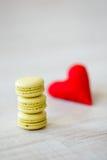 Galletas del día de la tarjeta del día de San Valentín s Fotos de archivo libres de regalías