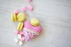 Galletas del día de la tarjeta del día de San Valentín s Fotografía de archivo