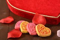 Galletas del día de tarjetas del día de San Valentín Imágenes de archivo libres de regalías
