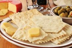 Galletas del Flatbread y queso de Gouda Imagen de archivo