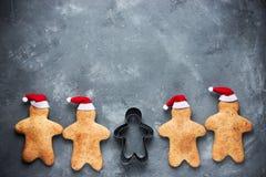 Galletas del hombre de pan de jengibre de la Navidad Fotos de archivo libres de regalías