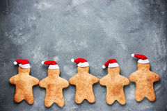Galletas del hombre de pan de jengibre de la Navidad - holid de la Navidad y del Año Nuevo Fotos de archivo libres de regalías