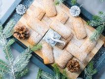 Galletas del invierno con el azúcar de formación de hielo para el bocado de la Navidad Imagen de archivo libre de regalías