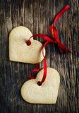 Galletas del jengibre en la forma de corazones Fotografía de archivo libre de regalías