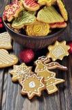 Galletas del jengibre y de la miel de la Navidad Imágenes de archivo libres de regalías